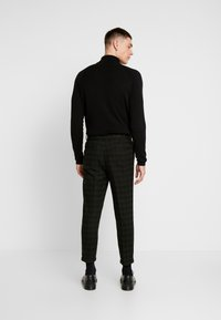 New Look - HARRISON TARTAN  - Trousers - black - 2