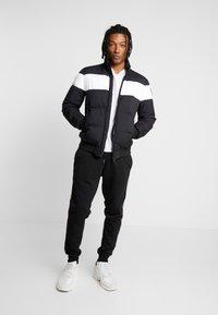 New Look - SIDE TAPE JOGGER  - Teplákové kalhoty - black - 1