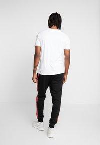 New Look - SIDE TAPE JOGGER  - Teplákové kalhoty - black - 2