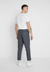New Look - CROP PAOLO - Trousers - blue - 2