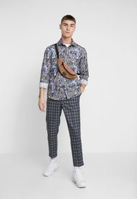 New Look - CROP PAOLO - Trousers - blue
