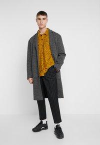 New Look - CROP FITZ  - Spodnie materiałowe - black - 1