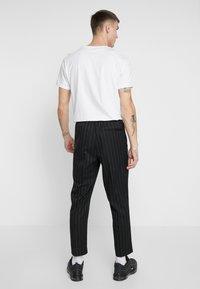 New Look - CROP FITZ  - Spodnie materiałowe - black - 2