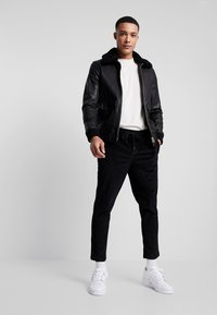 New Look - PULL ON TROUSER - Trousers - black - 1
