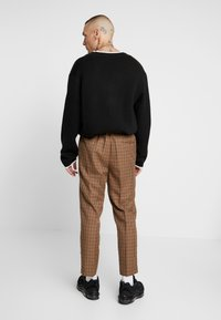 New Look - CROP GINGER WATERS - Trousers - mid brown - 2