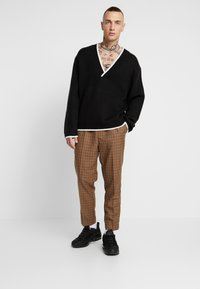 New Look - CROP GINGER WATERS - Trousers - mid brown - 1