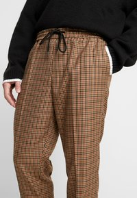 New Look - CROP GINGER WATERS - Trousers - mid brown - 3