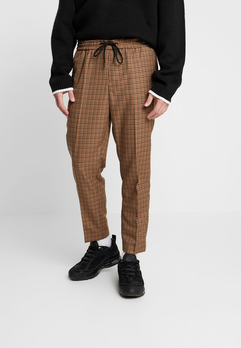 New Look - CROP GINGER WATERS - Trousers - mid brown