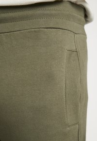 New Look - UTILITY JOGGER - Cargo trousers - dark khaki - 6