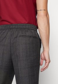 New Look - TRENDY TONAL CHECK PULL ON - Trousers - dark grey/green - 5