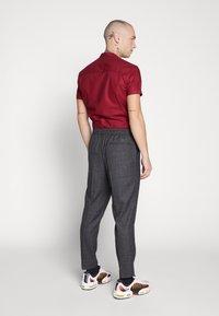 New Look - TRENDY TONAL CHECK PULL ON - Trousers - dark grey/green - 2