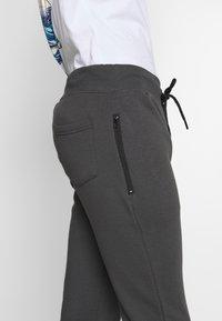 New Look - CHEVRON COLOURBLOCK JOGGER - Tracksuit bottoms - mid grey - 5