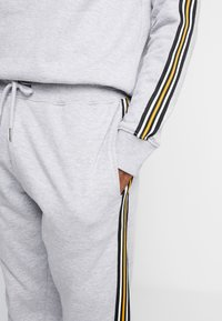 New Look - TAPED JOGGER - Tracksuit bottoms - grey marl - 3