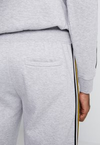 New Look - TAPED JOGGER - Tracksuit bottoms - grey marl - 5