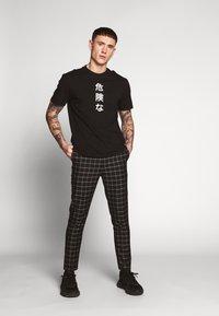 New Look - GRID CHECK TROUS - Pantalon classique - black - 1