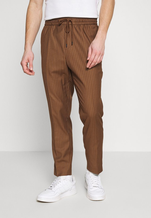 PIN STRIPE PULL ON - Stoffhose - stone