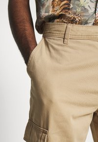 New Look - CUFFED CARGO TROUSER - Cargobroek - tan - 4