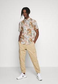 New Look - CUFFED CARGO TROUSER - Cargobroek - tan - 1