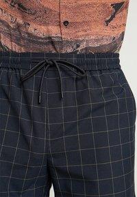 New Look - TRANS CHECK - Shorts - navy - 3