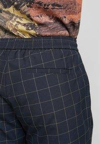 New Look - TRANS CHECK - Shorts - navy - 5