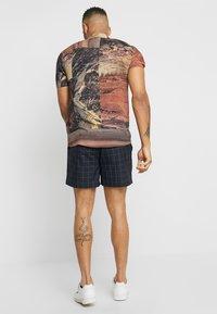 New Look - TRANS CHECK - Shorts - navy - 2