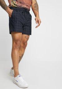 New Look - TRANS CHECK - Shorts - navy - 0
