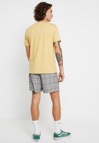 New Look - SMART CHECK  - Shorts - grey - 2