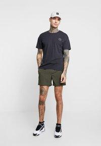 New Look - PIPING - Shorts - dark khaki - 1