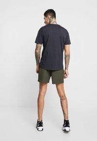 New Look - PIPING - Shorts - dark khaki - 2