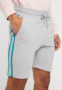 New Look - SIDE TAPE - Shorts - light grey - 4
