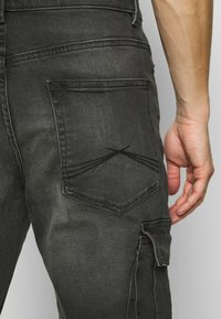 New Look - TAPERED WASHED CARGO - Cargo trousers - black - 4