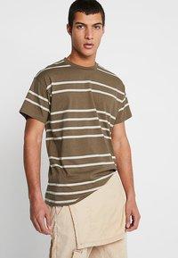New Look - PARSNIP STRIPE TEE - T-shirt imprimé - mink - 0