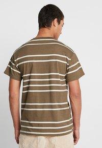 New Look - PARSNIP STRIPE TEE - T-shirt imprimé - mink - 2