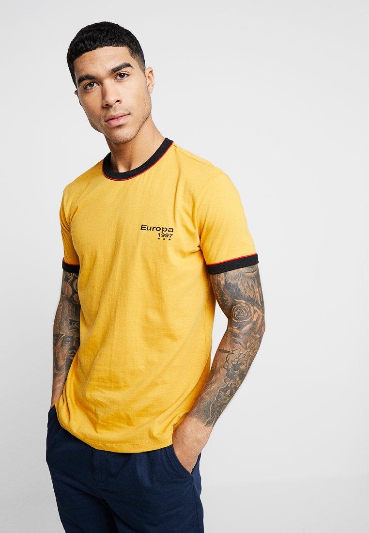 New Look - EUROPA PRINT RINGER  - T-Shirt print - mid yellow