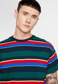 New Look - CHELT STRIPE TEE - Print T-shirt - dark green - 3