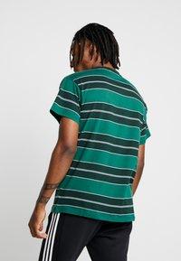 New Look - FILEY STRIPE TEE  - T-Shirt print - green - 2