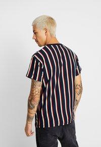 New Look - ALFA VERT STRIPE TEE - T-shirt con stampa - navy - 2