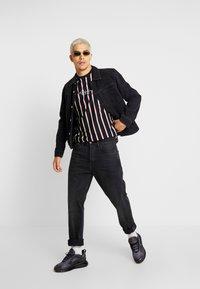 New Look - ALFA VERT STRIPE TEE - T-shirt con stampa - navy - 1