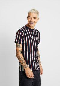 New Look - ALFA VERT STRIPE TEE - T-shirt con stampa - navy - 0