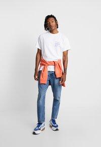 New Look - SOMETHING TEE - Camiseta estampada - white - 1