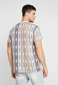 New Look - AZTEC STRIPE TEE - Print T-shirt - grey marl - 2