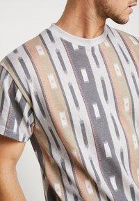 New Look - AZTEC STRIPE TEE - Print T-shirt - grey marl - 5
