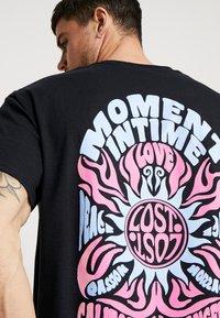 New Look - MOMENTS TEE  - T-shirt print - black - 5