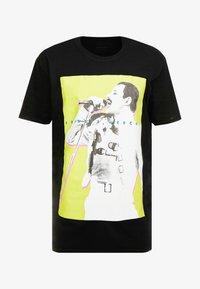 New Look - MIC FREDDIE TEE - T-shirt med print - black - 3
