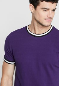 New Look - TIPPED TEE  - T-shirts - bright purple - 4