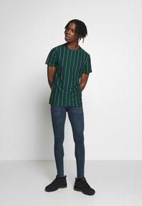 New Look - VERT STRIPE TEE - T-shirt imprimé - teal - 1