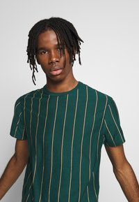 New Look - VERT STRIPE TEE - T-shirt imprimé - teal - 3