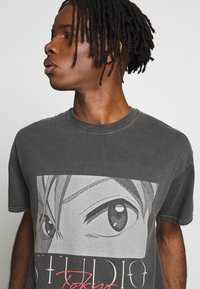 New Look - STUDIO ANIME TEE - T-shirt con stampa - dark grey - 3