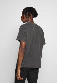 New Look - STUDIO ANIME TEE - T-shirt con stampa - dark grey - 2