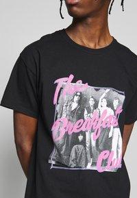 New Look - BREAKFAST CLUB TEE - Print T-shirt - black - 5